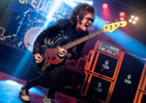 Photo of Glenn Hughes on stage