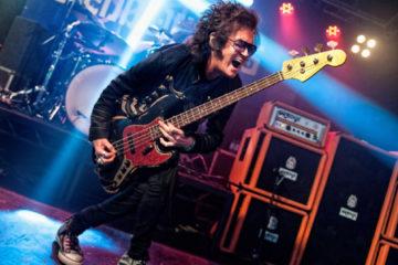 Photo of Glenn Hughes on stage
