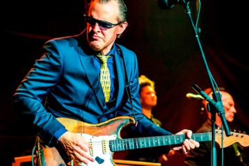 Photo of Joe Bonamassa on stage