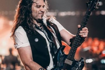 Photo of Phil X on stage