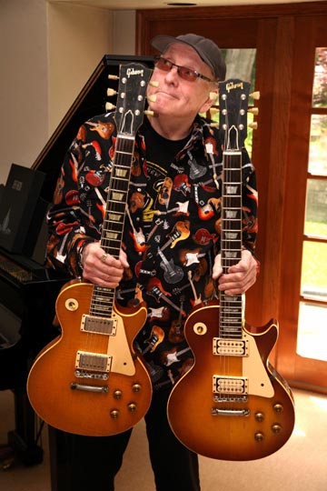 Photo of Rick Nielsen with his 1959 Les Paul Standard