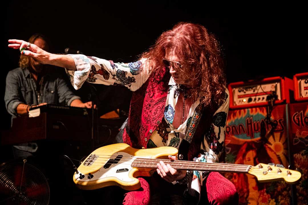 Photo of legendary bass/vocalist Glenn Hughes