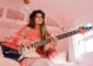 Photo of singer/songwriter/guitarist Arielle