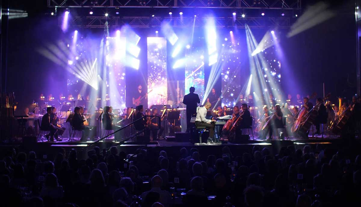 Photo of Grammy nominated Kitt Wakeley with orchestra