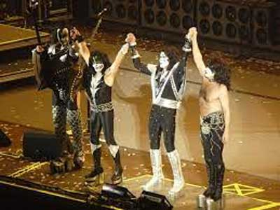 Kiss in 2001