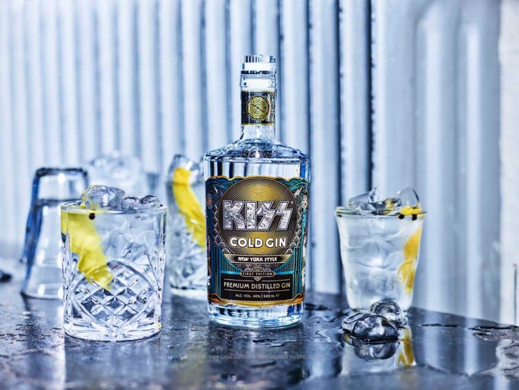 Kiss Cold Gin bottle